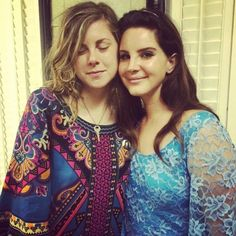 Lana with a fan at 'Aaron's Amphitheatre', Atlanta, Georgia (Jun. 14, 2015) #TheEndlessSummerTour