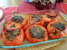 TITULKA / recepty / RECEPT: Plnená paprika a plnené paradajky na francúzsky spôsob RECEPT: Plnená paprika a plnené paradajky na francúzsky spôsob 26. 9. 2017 | Mária Danthine-Dopjerová Mária Danthine-Dopjerová | Na Slovensku sa plnená paprika robí s paradajkovou omáčkou, ale vo Francúzsku sa plnená paprika robí úplne inak. Vyskúšajte plnenú papriku na francúzsky spôsob.RECEPT: Plnená paprika a plnené paradajky na francúzsky spôsobFoto - autorka Daždivé dni nah Fruit, Food, Red Peppers, Essen, Yemek, Eten, Meals