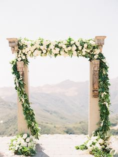 Photography: Sally Pinera | Event Design and Planning: So Happi Together | Florist: Heavenly Blooms | Venue: Malibu Rocky Oaks | Rentals: Found Vintage Rentals & Premiere Party Rents