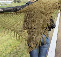 Wat een heerlijke omslagdoek! Supergemakkelijk patroon en ik woon er al de hele winter in.