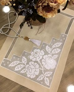 36 most eye-catching tablecloth lace samples - Hakeln Crochet Mat, Crochet Motifs, Filet Crochet, Crochet Doilies, Crochet Stitches, Crochet Patterns, Crochet Bedspread, Ribbon Embroidery, Beautiful Crochet