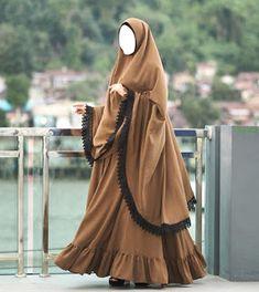 Muslim Women Fashion, Islamic Fashion, Indian Fashion Dresses, Abaya Fashion, Fashion Outfits, Muslim Evening Dresses, Muslim Dress, Mode Abaya, Niqab