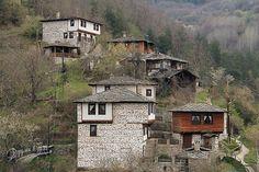 Село Косово е тихо и спокойно селце с 9 постоянни жители, сгушено между няколко хълма на величествената Родопа планина. Там сякаш времето е спряло.