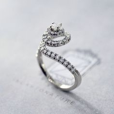 -Non voglio regalarle un diamante che magari ha paura di indossare. -Magari è più coraggiosa di quanto lei immagini.  dal film The Counselor  #AgostinoIncastonature 💎 #LuxuryJewellery #StoneSetting #DiamondSetting #Handmade #MadeinItaly