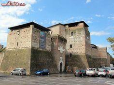 La rocca dei Malatesta a Rimini, Castel Sismondo, è una fortezza del centro di Rimini utilizzata in estate per spettacoli e concerti oppure per l'allestimento di mostre ed esposizioni