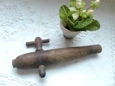 Décor de cuisine robinet de vin en bois vintage par froufrouretro, €14.00