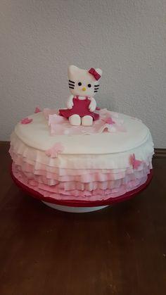Hello Kitty Geburtstagstorte Vanillekuchen mit Mascarponecreme und frischen erdbeeren Desserts, Food, Cake Ideas, Dessert Ideas, Baking Cupcakes, Birthday Cake Toppers, Strawberries, Pies, Tailgate Desserts