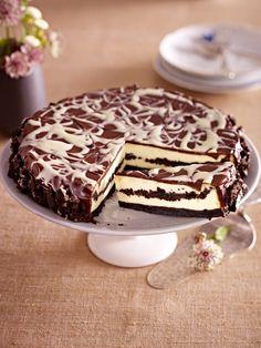 Unser liebstes Duo für das Wochenende: ein schokoladig feiner Oreo-Kuchen. Die Kombination aus crunchigen Oreo-Keksen und  feinem