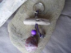 Porte clés et/ou bijou de sac bois flotté violet : Autres bijoux par c-driftwood-bois-flotte http://www.alittlemarket.com/boutique/c_driftwood-1849323.html
