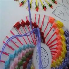 Reciclagem e artesanato facil bordado a mão com riscos e ideias Hand Embroidery Stitches, Silk Ribbon Embroidery, Diy Embroidery, Cross Stitch Embroidery, Hand Stitching, Embroidery Patterns, Crochet Patterns, Bordados Tambour, How To Make Tea