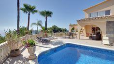 Luxusvilla in Nova Santa Ponsa mit majestätischem Meerblick!  http://www.casanova-immobilienmallorca.de/de/villa-haus/261672/Meerblick-Villa-Mallorca-auf-grossem-Grundstueck