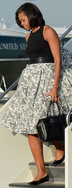 Michelle Obama wore Boy by Band of Outsiders Presidents Wives, Black Presidents, Michelle Obama Fashion, Barack And Michelle, Black Is Beautiful, Gorgeous Women, Beautiful People, Barack Obama Family, First Black President