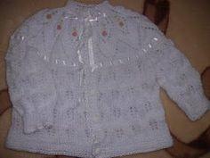 MONTE 59 PONTOS 6 CARREIRAS EM PONTO SANFONA 5T,*1M,LAÇ,3M,LAÇ*,1M,5T  CARREIRAS PARES VOLTAM EM TRICÔ 5T*1M,LAÇ,5M,LAÇ*,1M,5T 5T,*1M,... Baby Patterns, Knitting Patterns, Baby Knitting, Crochet Baby, Knit Vest, Beanie, Lace, Crafts, Clothes