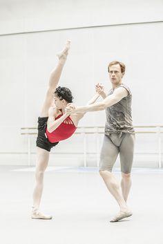 derpova:  Natalia Osipova and Edward Watson rehearsing McGregor's Tetractys - The Art of Fugue. Photo: ROH/Johan Persson.