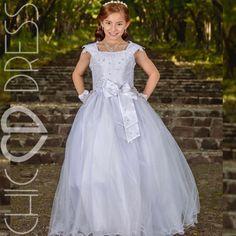 d964d1263 Modelo PC46-K. Este modelo es un vestido para primera comunión que lleva un