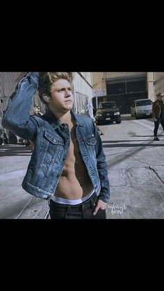 Niall James Horan, why are you trying to kill me?>>>>>>> *gasps for air* . One Direction Wallpaper, One Direction Pictures, I Love One Direction, Nicole Scherzinger, Liam Payne, Zayn Malik, Louis Tomlinson, Irish Boys, Irish Men