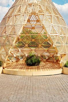 I think something like this could be built using construction/demolition leftovers. Russian designer Vlad Kissel, has created a modern wood pavilion in Moscow, Russia, that has a drop like shape that references early Slavonic aesthetics. Modern Architecture Design, Pavilion Architecture, Chinese Architecture, Futuristic Architecture, Architecture Office, Pavillion Design, Wooden Pavilion, Bamboo Structure, Wooden Canopy