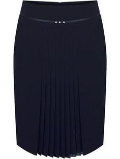 I love the discreet pleats! Frock Fashion, Fashion Outfits, Skirt Outfits, Dress Skirt, Fancy Wedding Dresses, Modelos Fashion, Midi Flare Skirt, Latest African Fashion Dresses, African Dress