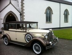 The Regent vintage wedding car which is availble to hire for weddings is a stunning example of Rolls Royces in Ireland. Vintage Cars, Antique Cars, Car Station, Wedding Car Hire, Rolls Royce Cars, Party Bus, Car Travel, Limo, Motor Car