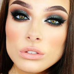 Gorgeous dramatic makeup look! Love the smoky eyes!