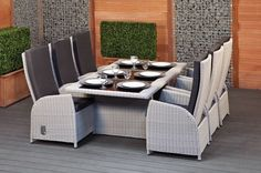 Restoring Outdoor Wicker Dining Set – Those with a terrace or garden at home, however small they may be, love … Outdoor Wicker Chairs, Rattan Dining Chairs, Wicker Dining Chairs, Outdoor Dining Furniture, Dining Room Walls, Home Interior Design, Kitchen Interior, A Table, Bologna