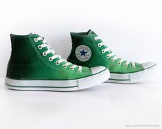 Grüne Ombré Dip Dye Converse All Stars Upcycled von Femchan auf Etsy Mens Converse High Tops, Custom Converse, Converse All Star, Converse Chuck Taylor, Converse Stil, Converse Mode, Converse Shoes, Color Effect, Pretty Shoes
