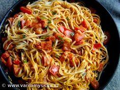 TIP na rychlé a jednoduché těstoviny, kombinace červeného pesta a ricotty je vynikající. Good Food, Yummy Food, Cooking Recipes, Healthy Recipes, Ricotta, Main Meals, Bon Appetit, Spaghetti, Food Porn