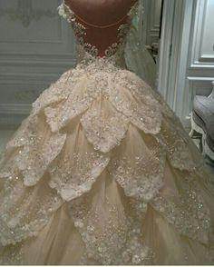 Beautiful wedding gown #weddinggowns