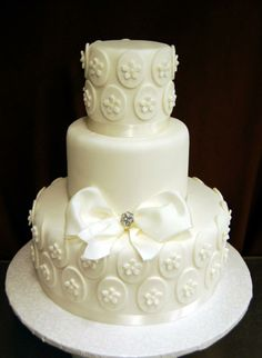 Fondant ovals with tiny flowers provide texture and elegance to this beautiful monochromatic cake.