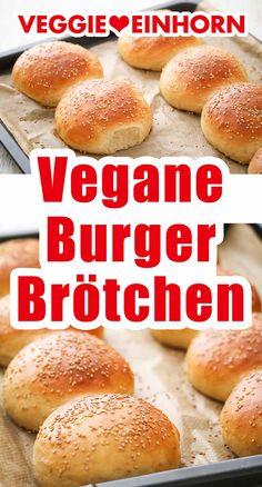 Burgerbrötchen Rezepte, vegane Rezepte: Burger Buns selber machen mit diesem einfachen Rezept für vegane Hamburger Brötchen. Das Rezept geht mit Trockenhefe oder frischer Hefe. Die veganen Burger Brötchen ohne Ei sind perfekt soft und fluffig. Super lecker! Auch mit Dinkel: Du kannst Weizenmehl nehmen oder Dinkelmehl für Burger Buns ohne Weizen. Die Hamburgerbrötchen ohne Ei und ohne Milch sind vegan und lecker. #VeggieEinhorn #veganbacken #burgerbrötchen #vegan #burgerbuns #selbermachen Vegan Recepies, Vegan Dessert Recipes, Vegan Foods, Vegan Vegetarian, Best Burger Buns, Vegan For A Week, Vegan Sugar, Vegan Bread, Vegan Baking