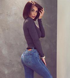 Este posibil ca imaginea să conţină: 1 persoană Sexy Jeans, Skinny Jeans, Lisa Del Piero, Fit Women, Sexy Women, Pinup Photoshoot, Sexy Outfits, Fashion Outfits, S Girls