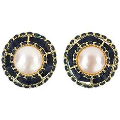Preowned 90s Chanel Signature Pearl Button Earrings (14.105 ARS) ❤ liked on Polyvore featuring jewelry, earrings, multiple, oversized earrings, button jewelry, preowned jewelry, chanel jewellery and chanel