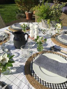 Black & White Gingham Tablesetting