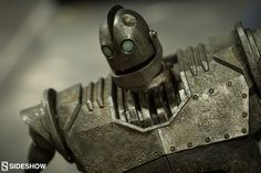 Aside from being an utterly cherished and beautifully animated movie, The Iron Giant, now more than ever, is a lesson in not allowing the fear of things that are different to destroy us. Steampunk Robots, Sdcc 2016, The Iron Giant, Cultura Pop, Fnaf, Cool Artwork, Metal Art, Concept Art, Hero