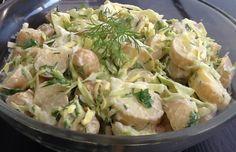 Kog kartoflerne i vand med 1 spsk. salt. Lad dem koge i 5-7 minutter, sluk for varmen og lad dem trække ca. 10 minutter i det varme vand. Hæld vandet fraog lad dem afkøle helt.Dressing: Pisk sennep sammen med olie, balsamico, sukker, salt og peber. Rør creme fraiche i.Skær kartoflerne i tykke skiver. Snit spidskålen helt fint og hak krydderurterne groft. Kom kartofler, spidskål ogkrydderurter op i dressingen og vend forsigtigt rundt. 1 kg aspargeskartofler 1/4 spidskål 1 stor håndfuld… Feeling Hungry, Dinner Sides, Creme Fraiche, Cooking Tips, Salad Recipes, Potato Salad, Side Dishes, Grilling, Salads