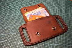 Diy Leather Projects, Leather Diy Crafts, Leather Gifts, Leather Craft, Leather Cigarette Case, Leather Belt Pouch, Leather Purses, Leather Tooling Patterns, Diy Vetement