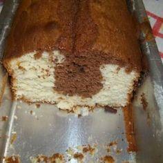 Receita de Bolo Pullman Sensacional - 200 gr de margarina, 3 xícaras (chá) de açúcar, 1 pitada de sal, 4 unidades de ovo, 1 colher (sopa) de essência de bau...