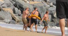 Casal é Resgatado Por Nadadores Salvadores Depois De Tentarem Fazer Jet-Ski No Mar Revolto