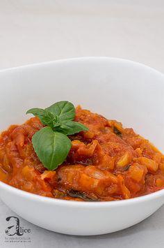 Cel mai rapid si mai delicios sos napolitan. Il poti folosi peste o posrtie de paste cu parmezan, pe blat de pizza sau ca dip pentru cipsuri si alte chestii.