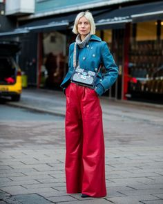 The Best Street Style From Copenhagen Fashion Week Fall/Winter 2020 - wide leg red pants with a blue blazer, killer vibrant red wide leg pants outfit Red Pants Outfit, Blazer Outfits, Plaid Pants, Cargo Pants, Work Outfits, Red Wide Leg Pants, Wide Leg Pants Street Style, Blue Pants, White Pants