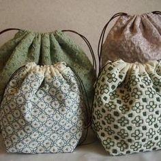 刺し子の巾着4個 生地と糸の色で全然雰囲気が変わるからおもしろい #刺し子 #巾着 #刺繍 #sashiko #embroidery #iichi #ハンドメイド #手芸 #布小物