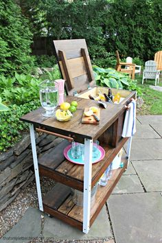 Upgrade your outdoor space with these fun and totally doable patio diy ideas. Beginners to advanced diyers will find a great project here! Outdoor Bar Cart, Diy Outdoor Bar, Outdoor Kitchen Bars, Outdoor Kitchen Design, Outdoor Decor, Patio Design, Outdoor Parties, Chair Design, Design Design