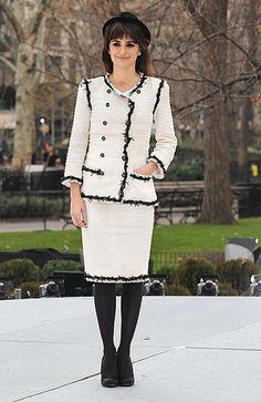 Penelope Cruz in Chanel — Unbreakable Kiss mistletoe installation at New York City's Madison Square Park