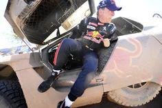Carlos Sainz teve de abandonar o Rali Dakar após acidente no quarto estádio (Foto: Franck FIFE/AFP)