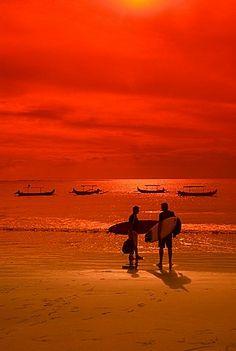 Atardecer, playa de Kuta, Bali, Indonesia, el sudeste de Asia, Asia