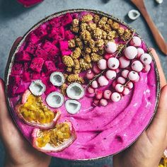 Healthy Smoothies Recipe Pink smoothie bowl by Laura with pitaya, banana, mullberries, passion fruit and gooseberries. Dragon Fruit Smoothie, Smoothie Bowl, Fruit Smoothies, Healthy Smoothies, Smoothie Recipes, Breakfast Smoothies, Making Smoothies, Smoothie Detox, Kreative Desserts