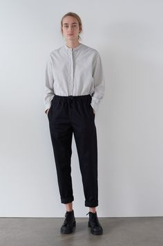 SPRING SUMMER 2018 – ECRU / BLUE NARROW STRIPE COTTON SWING SHIRT, NAVY DENSE COTTON LINEN DRILL JOGGERS, BLACK HEAVY LEATHER MONKEY BOOT