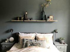 Binnenkijken bij Amber - De Wemelaer - Apocalypse Now And Then Girls Bedroom, Master Bedroom, Warm Home Decor, Bed Pillows, Furniture Design, Sofa, New Homes, Room Decor, Interior Design