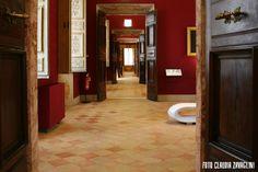 Il piano nobile di #PalazzoBuonaccorsi ospita la raccolta di #ArteAntica ordinata nelle tredici sale affrescate e la monumentale Galleria dell'Eneide.