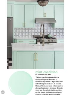Love this perfect mint green in a retro style kitchen! Mint Green Bathrooms, Mint Green Kitchen, Pastel Kitchen, Kitchen Redo, Kitchen Styling, Kitchen Ideas, Farmhouse Decor, Farmhouse Kitchens, Retro Style
